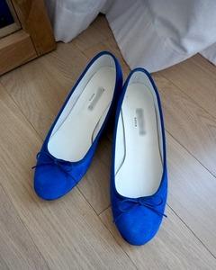 ����* ����� Blue