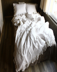 tuft ruffle bedding off white
